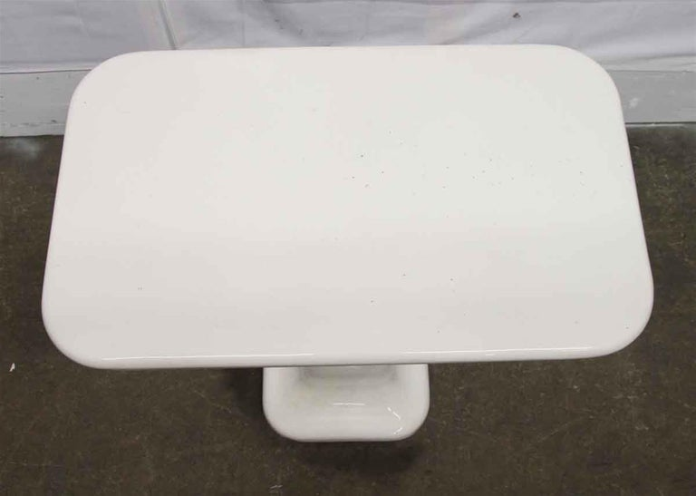 1980s French Art Deco White Ceramic Bathroom Console In Good Condition For Sale In New York, NY