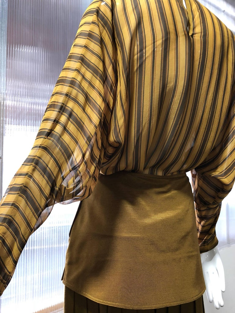 1980s Gianni Versace 2-Piece Ensemble of Palazzo Pants & Dolman Striped Blouse In Excellent Condition For Sale In San Francisco, CA