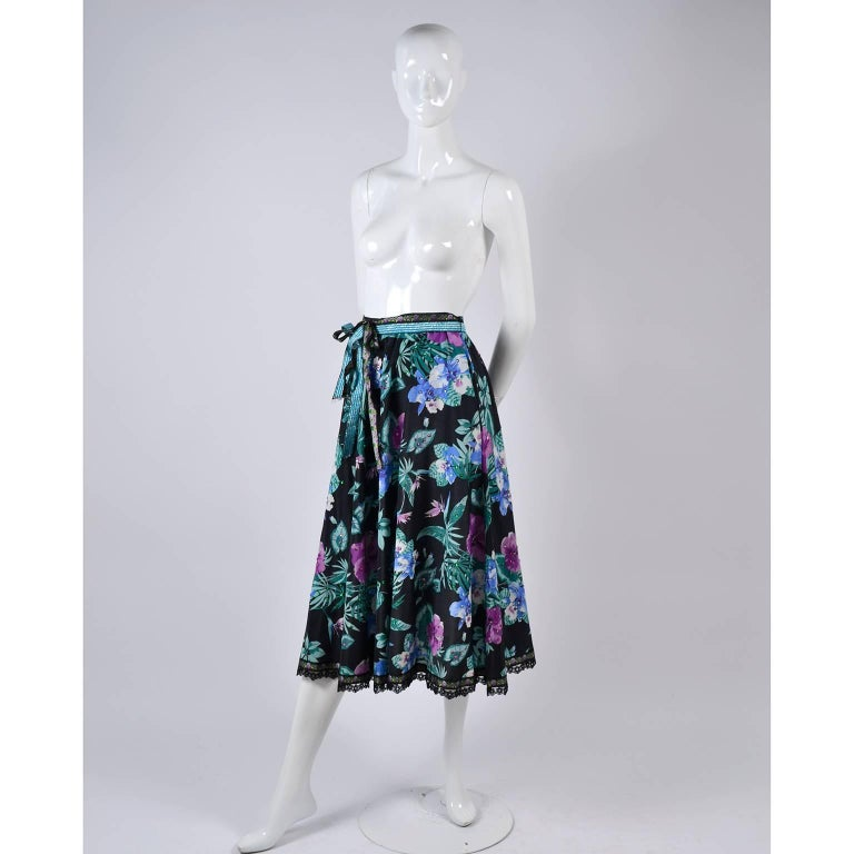 Giorgio di Sant' Angelo Skirt in Black Cotton Floral Print With Sequins, 1980s  In Excellent Condition For Sale In Portland, OR