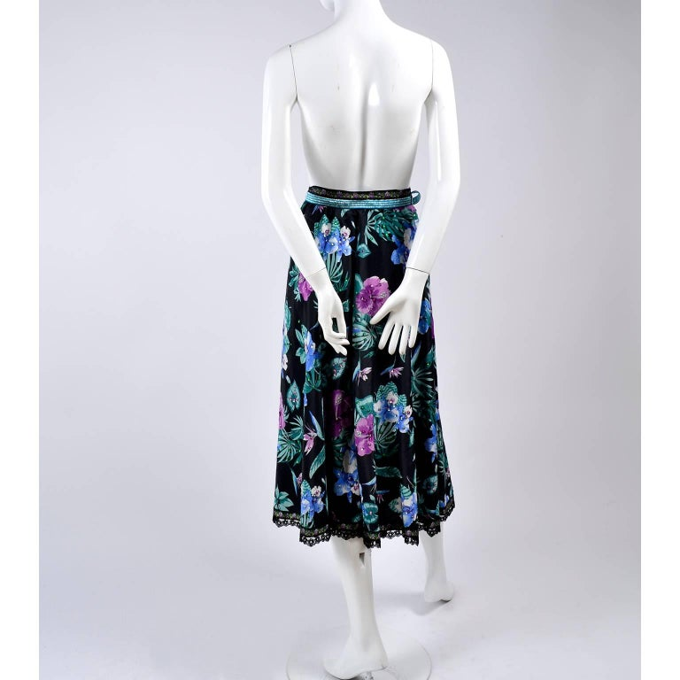 Giorgio di Sant' Angelo Skirt in Black Cotton Floral Print With Sequins, 1980s  For Sale 2
