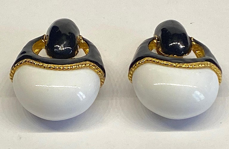 1980s Gold, Black Enamel and White Cabochon Pendant Earrings In Good Condition For Sale In New York, NY