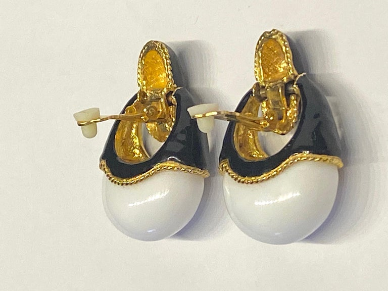 1980s Gold, Black Enamel and White Cabochon Pendant Earrings For Sale 2