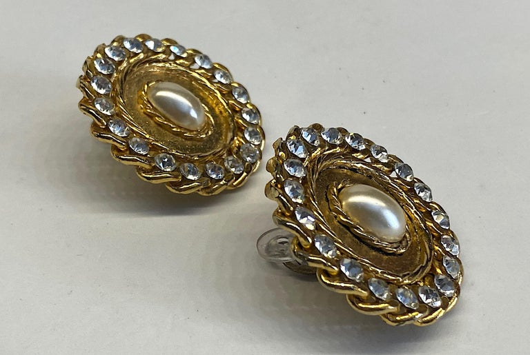1980s Gold, Rhinestone and Pearl Curb Link Button Earrings In Good Condition For Sale In New York, NY