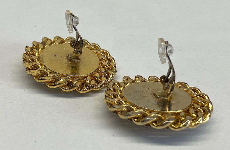 Women's 1980s Gold, Rhinestone and Pearl Curb Link Button Earrings For Sale