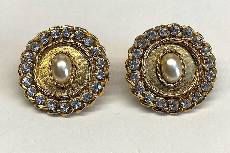 1980s Gold, Rhinestone and Pearl Curb Link Button Earrings For Sale 2