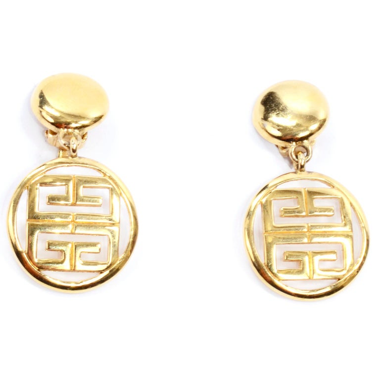 1980s Gold Tone Givenchy Clip On Round Drop Earrings w Logo In Excellent Condition For Sale In Portland, OR