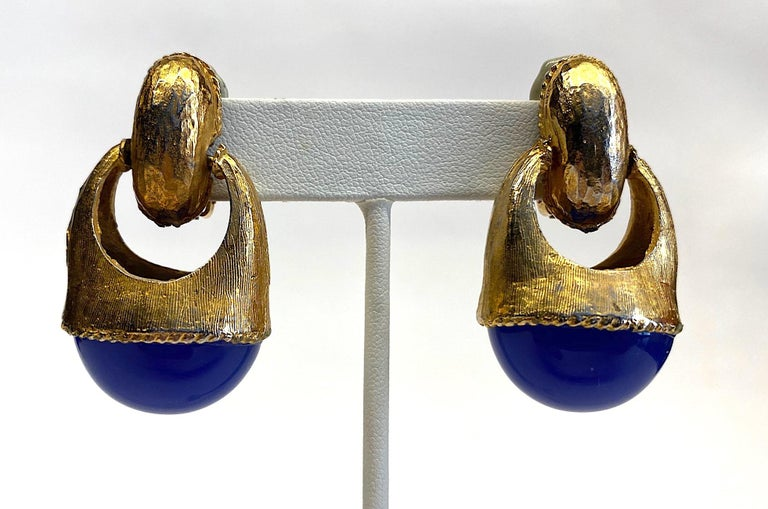1980s Gold with Large Lapis Blue Cabochon Pendant Earrings For Sale 6