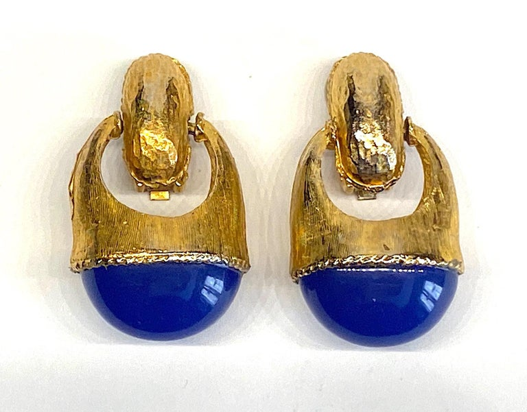 Women's 1980s Gold with Large Lapis Blue Cabochon Pendant Earrings For Sale