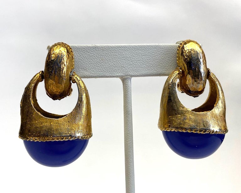 1980s Gold with Large Lapis Blue Cabochon Pendant Earrings For Sale 4