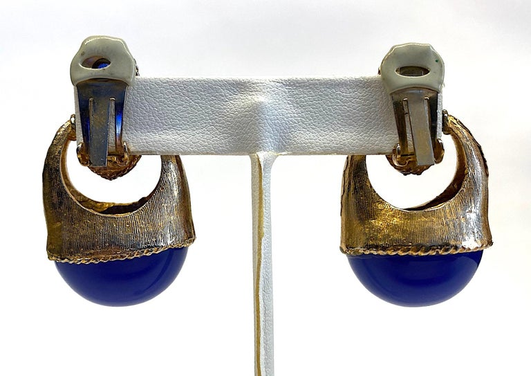 1980s Gold with Large Lapis Blue Cabochon Pendant Earrings For Sale 5