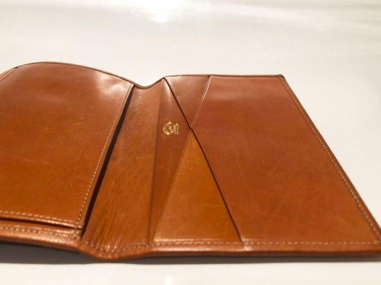 1980s GUCCI GG INTERLOCKING MONOGRAM TAN PASSPORT WALLET For Sale 4