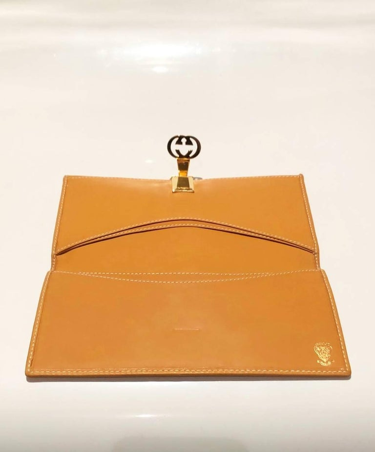 Beige 1980s Gucci interlocking logo clutch monogram wallet For Sale