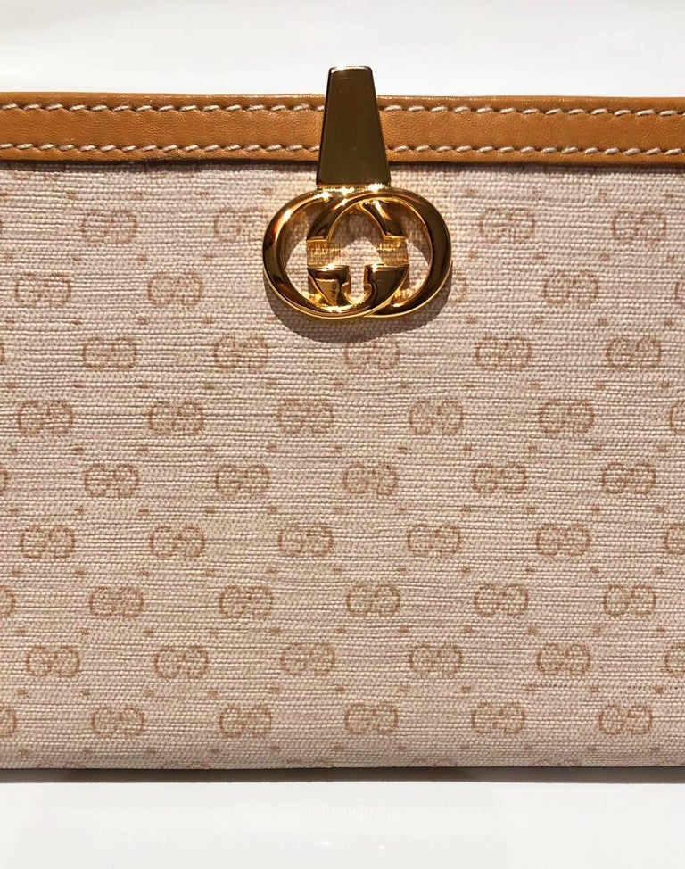 1980s Gucci interlocking logo clutch monogram wallet For Sale 3