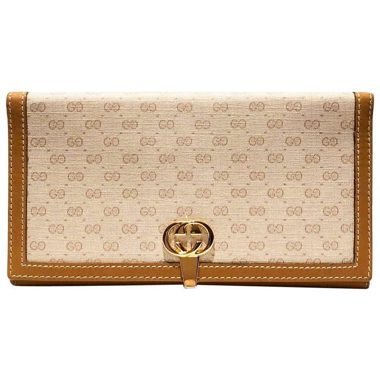 1980s Gucci interlocking logo clutch monogram wallet For Sale