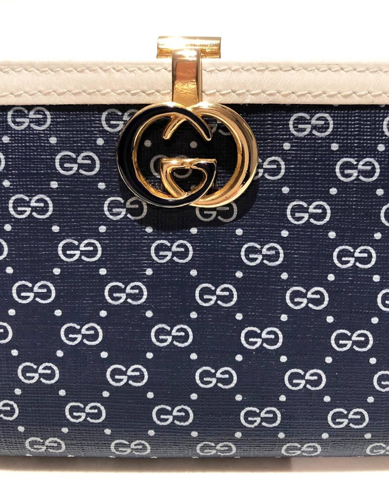 1980s Gucci Navy Blue GG interlocking monogram wallet In Good Condition For Sale In London, GB