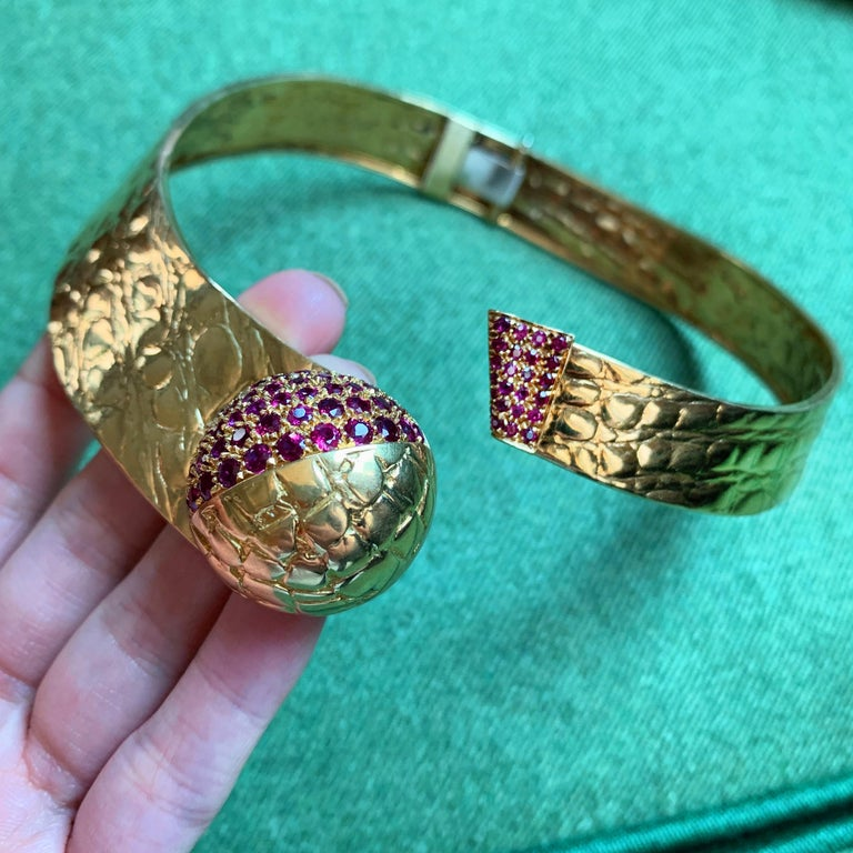 1980s Gucci Ruby and Gold Collar In Excellent Condition For Sale In New York, NY