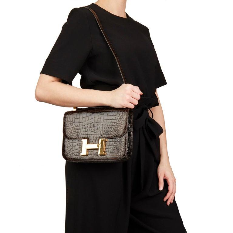1980's Hermes Marron Fonce Shiny Caiman Crocodile Leather Vintage Constance 24 For Sale 5