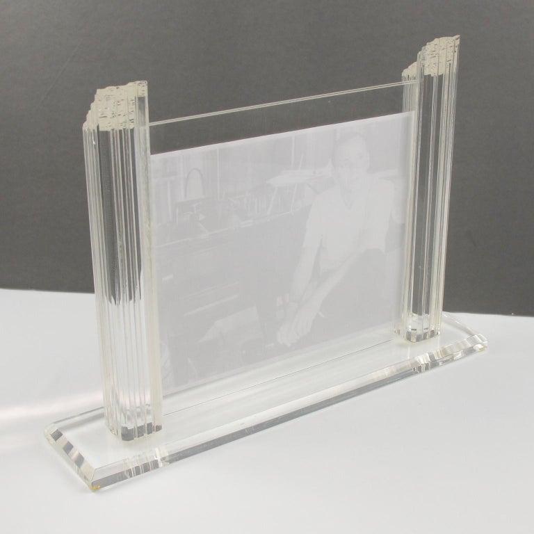 1980s Italian Lucite Picture Frame In Excellent Condition For Sale In Atlanta, GA