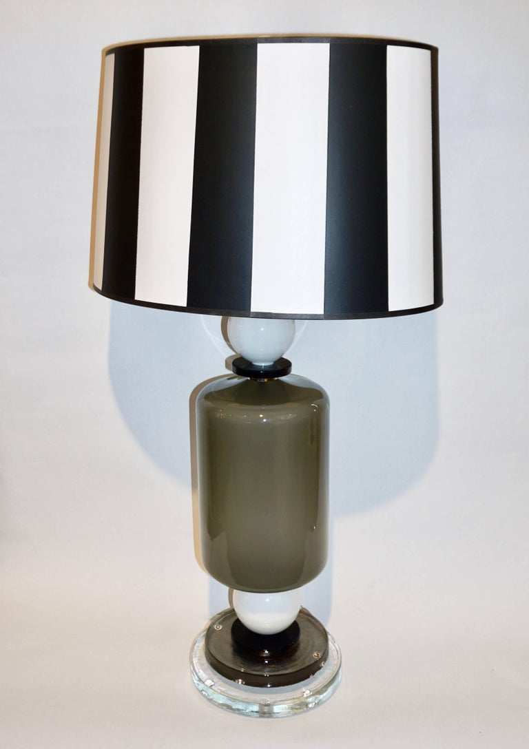 1980s Italian Geometric Pair of White Black and Silver Gray Murano Glass Lamps For Sale 4