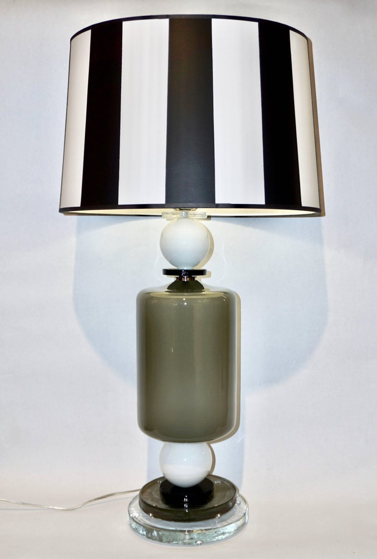 Organic Modern 1980s Italian Geometric Pair of White Black and Silver Gray Murano Glass Lamps For Sale