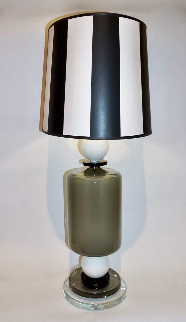 1980s Italian Geometric Pair of White Black and Silver Gray Murano Glass Lamps For Sale 1