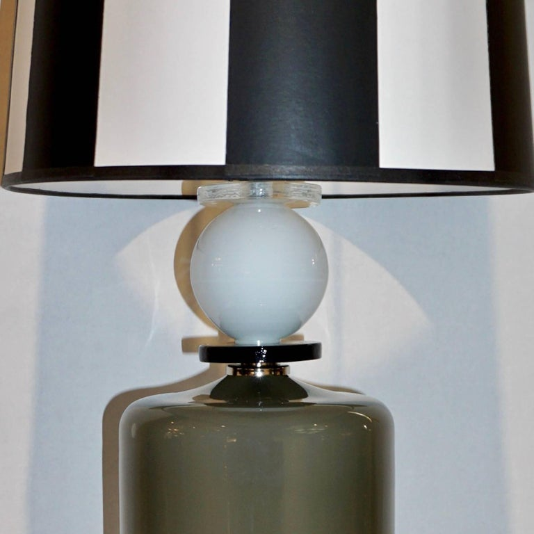 1980s Italian Geometric Pair of White Black and Silver Gray Murano Glass Lamps For Sale 2