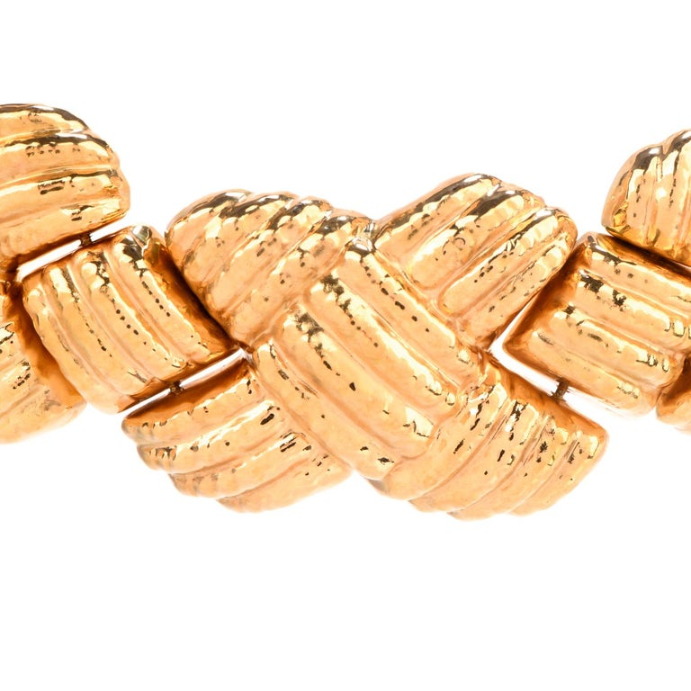 1980s Italian Wide 18 Karat Criss Cross Choker Necklace In Excellent Condition For Sale In Miami, FL