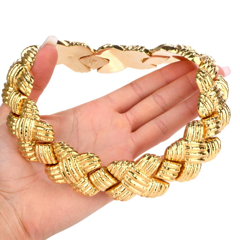 1980s Italian Wide 18 Karat Criss Cross Choker Necklace For Sale 2