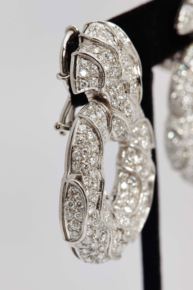 Brilliant Cut 1980s Jahan Diamond Gold Ear Pendants For Sale