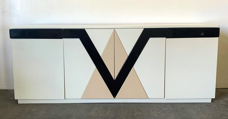 Post-Modern 1980s Lacquered Postmodern Geometric Credenza For Sale