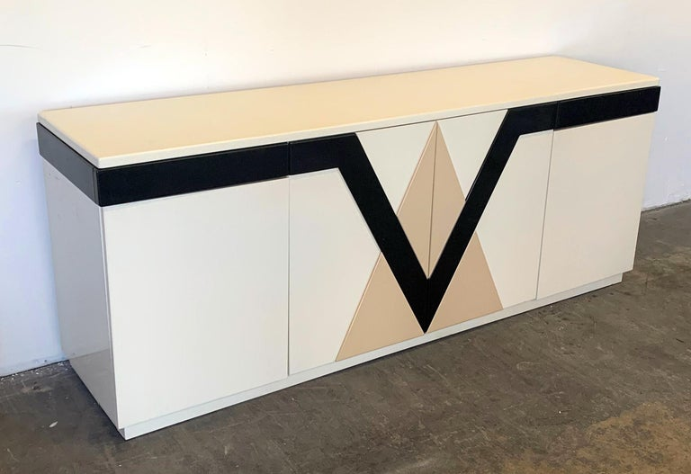 1980s Lacquered Postmodern Geometric Credenza In Good Condition For Sale In Tempe, AZ