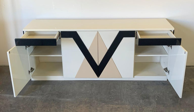 1980s Lacquered Postmodern Geometric Credenza For Sale 1