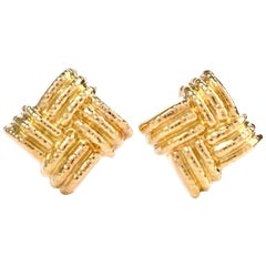 1980s Large Nuovi Gioielli Italian Large Criss Cross 18K Omega Clip-On Earrings