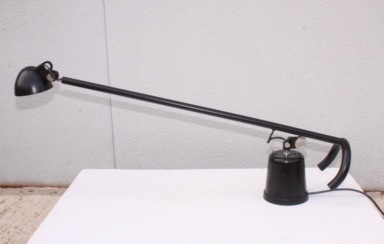 1980s Mid-Century Modern Italian Desk Lamp In Good Condition For Sale In New York City, NY
