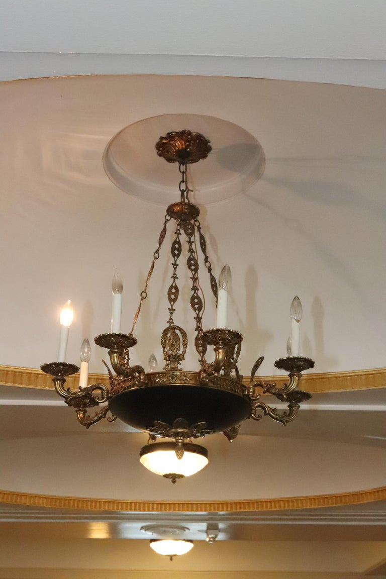 1980s NYC Waldorf Astoria Hotel Napoleon III Empire Style 8-Arm Chandelier In Good Condition For Sale In New York, NY