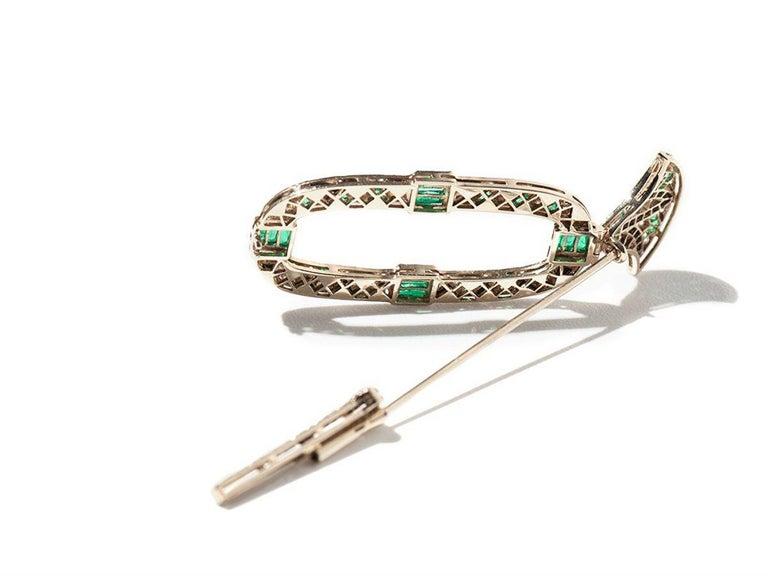 1980s Onyx Emerald Diamond Gold Brooch For Sale 2