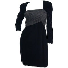1980s Oscar de la Renta Black Velvet Cocktail Dress with Ruched Detail
