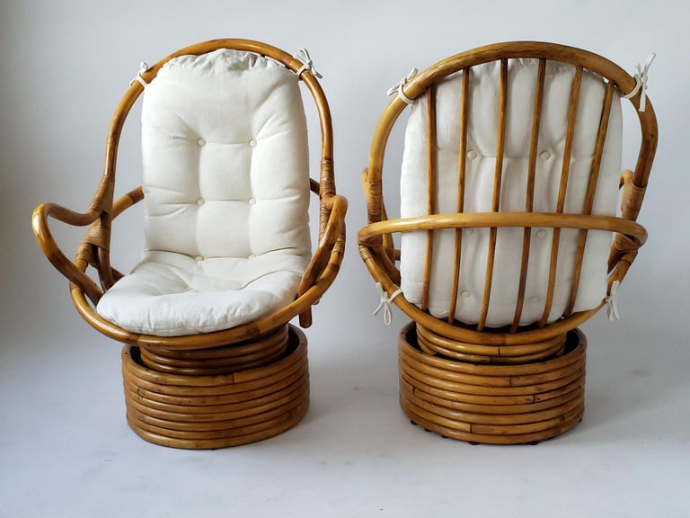 1980s Pair of Rattan Rocking and Swivel Lounge Chair , USA In Good Condition For Sale In St- Leonard, Quebec
