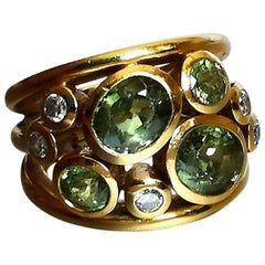 1980s Peridot Diamond on Yellow Gold 18 Karat Ring
