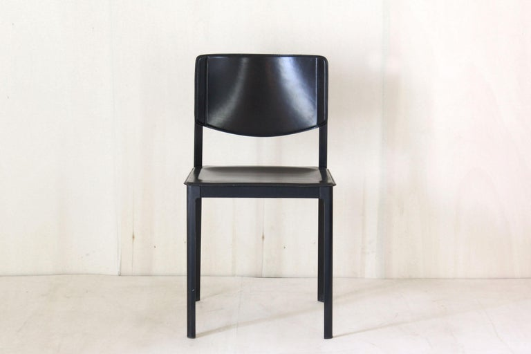 1980s Postmodern vintage Black leather Dining Chairs by Matteo Grassi  In Good Condition For Sale In Ceglie Messapica, IT