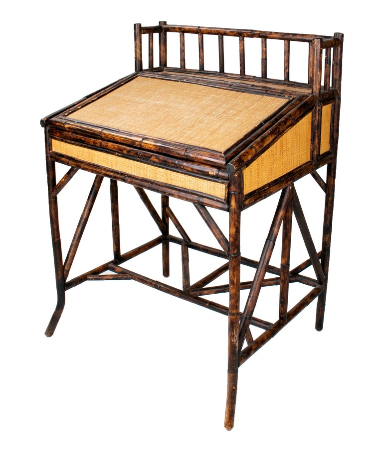 1980s Spanish Bamboo and Rattan Writing Desk In Good Condition For Sale In Malaga, ES