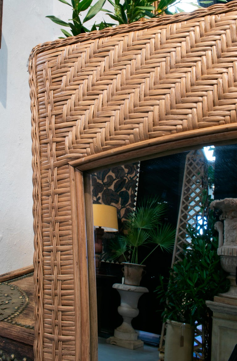 1980s Spanish Handwoven Brown Wicker Mirror In Good Condition For Sale In Malaga, ES