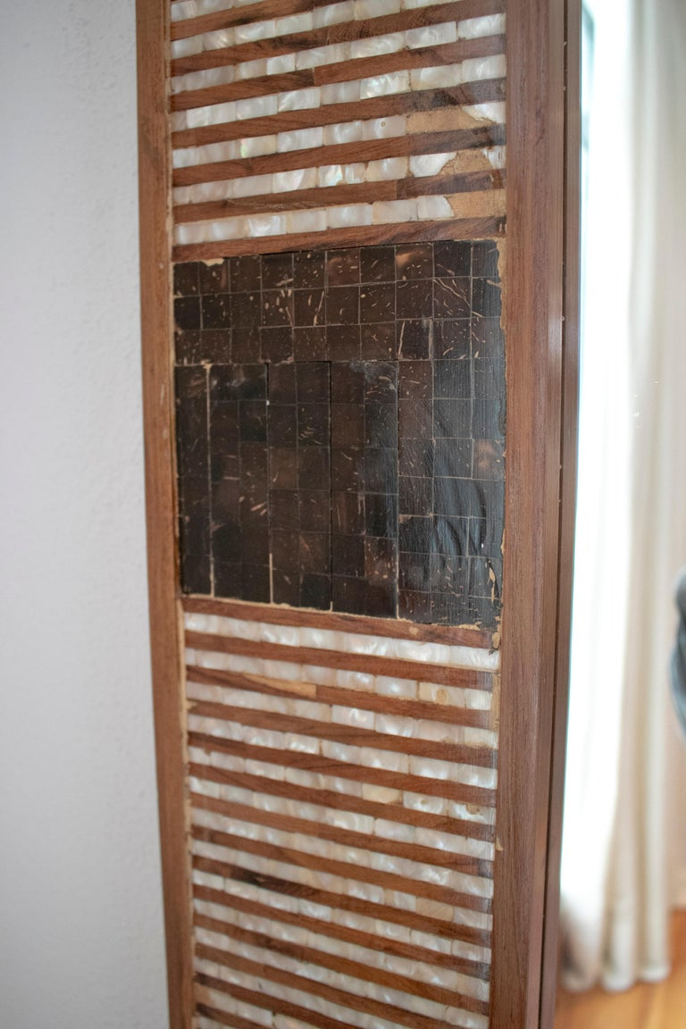 1980s Spanish Mother of Pearl and Coco Fiber Inlaid Mirror For Sale 6