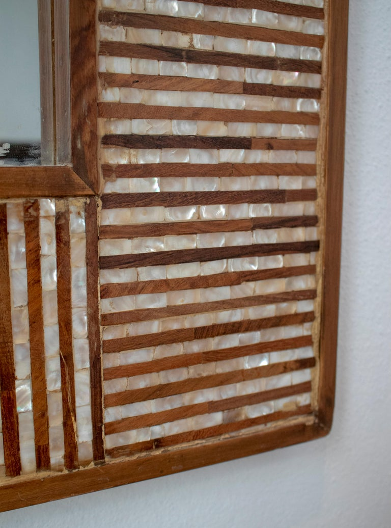 1980s Spanish Mother of Pearl and Coco Fiber Inlaid Mirror In Good Condition For Sale In Malaga, ES