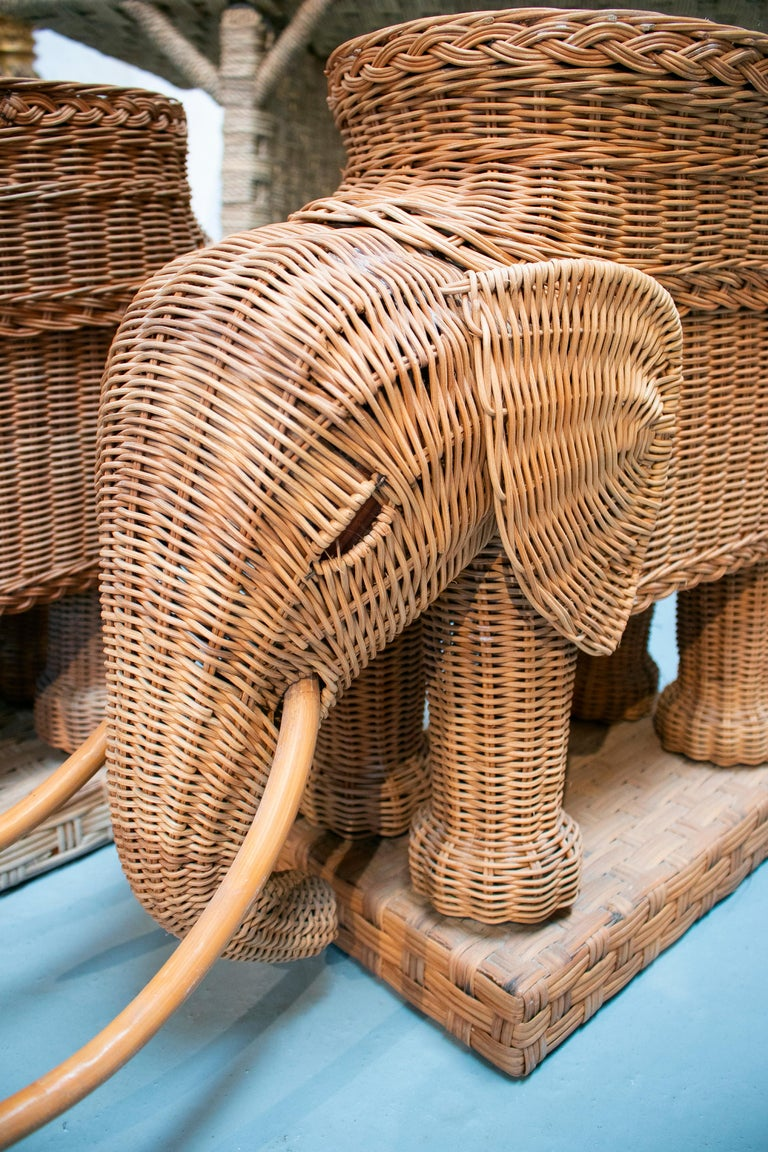 1980s Spanish Pair of Elephant Weaved Rattan Side Tables For Sale 5