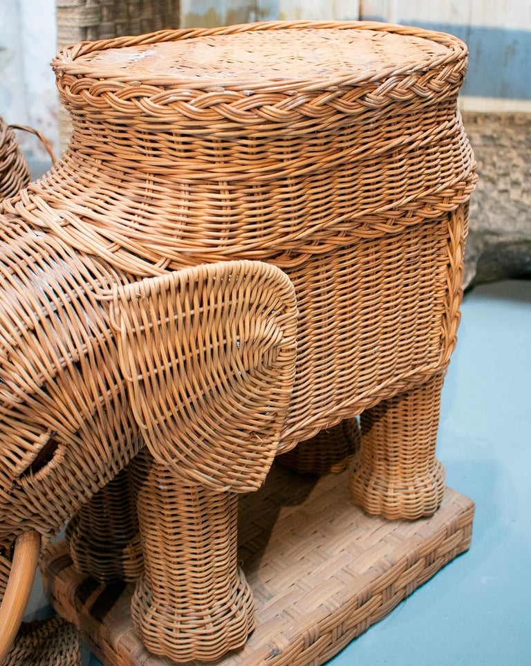1980s Spanish Pair of Elephant Weaved Rattan Side Tables For Sale 6