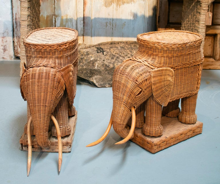 1980s Spanish Pair of Elephant Weaved Rattan Side Tables In Good Condition For Sale In Malaga, ES
