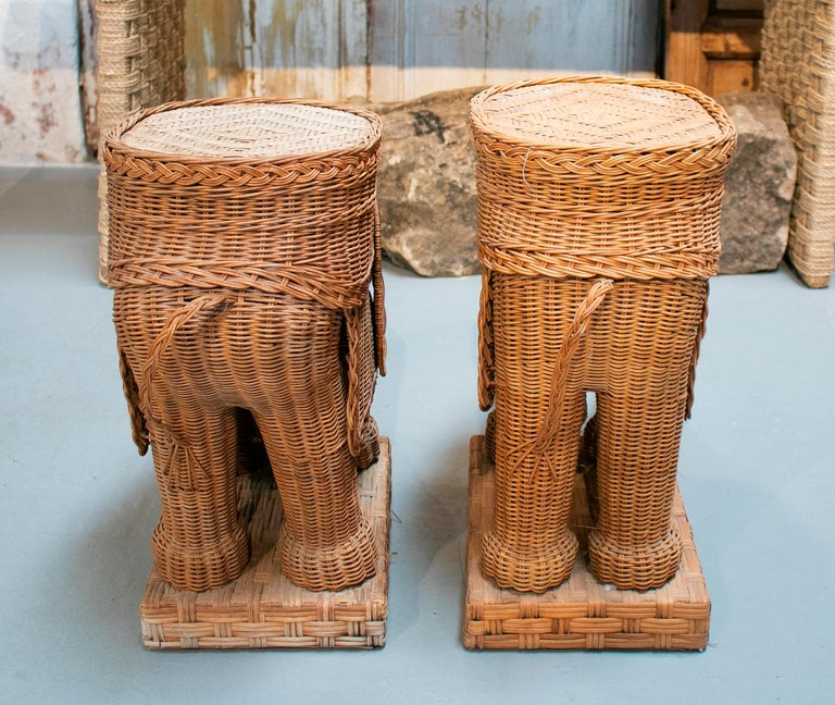 1980s Spanish Pair of Elephant Weaved Rattan Side Tables For Sale 1
