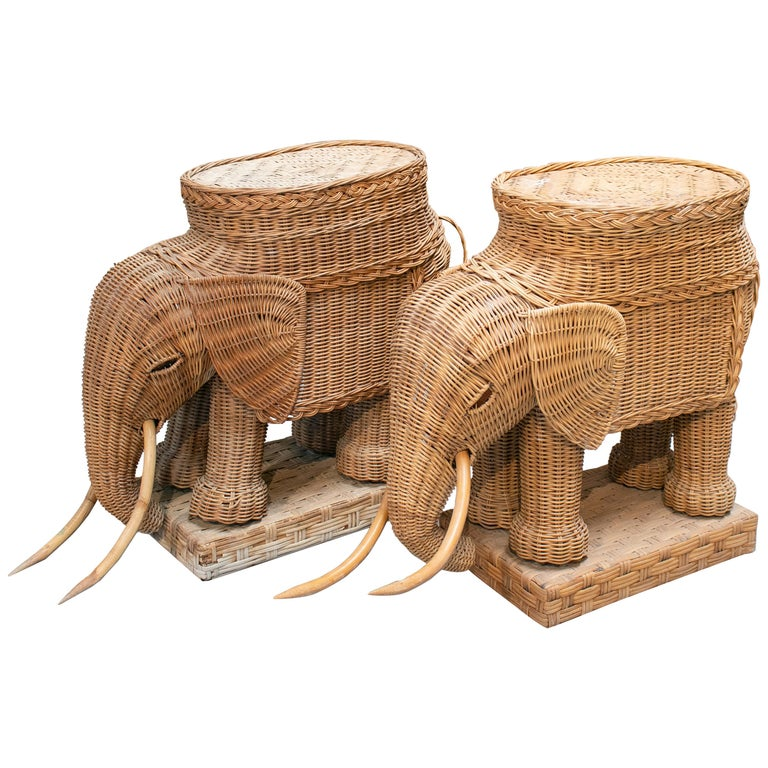 1980s Spanish Pair of Elephant Weaved Rattan Side Tables For Sale