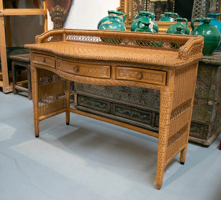 1980s Spanish Weaved Rattan Three-Drawer Office Desk In Good Condition For Sale In Malaga, ES